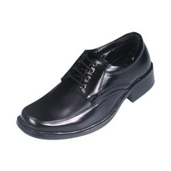 ajanta shoe company Ajanta shoe company faced a tough competition after opening up of economy  before that it was enjoying the situation of exceeding demand.