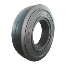 Heavy Duty Lug Tyre in  R.A. Puram