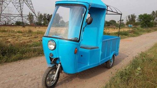 Loading Rickshaw in  Pitampura