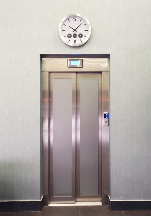 поставить дверь железную у лифта