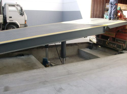 Hydraulic Ramp Ground Floor in   170 Zona Ind. Maia I - Sector VIII
