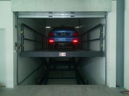 Hydraulic Single Scissor Lift Car in   170 Zona Ind. Maia I - Sector VIII