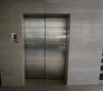 Auto Door Lift