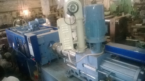 Plastic Injection Moulding Machine in  Mundka Indl. Area