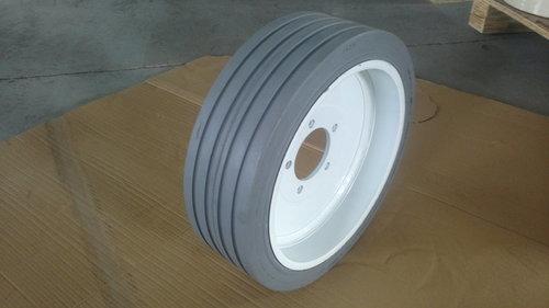 Scissor Lift Solid Tyre 406x125