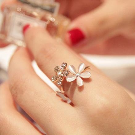 Daisy Flower Crystal Adjustable Ring