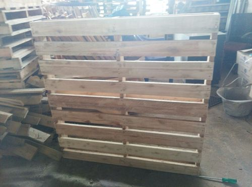 Two Way Wooden Pallets in  Redhills Road