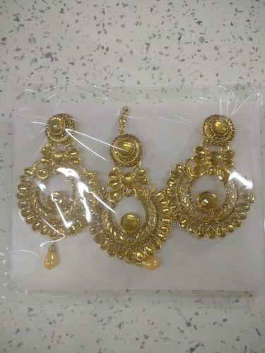 Qwerty Maang Tika Earring Set