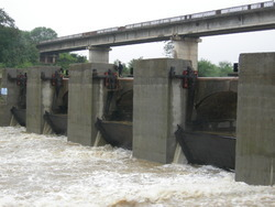 Automatic Outflow Regulating Dam Gates