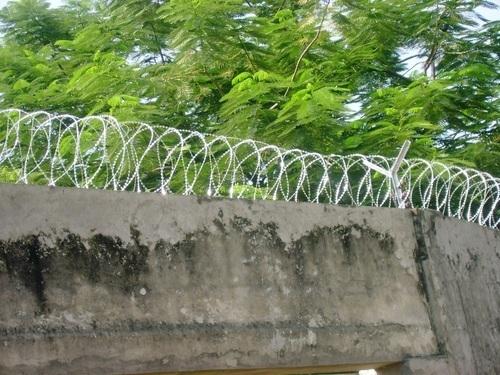 Razor Wires in  Gandhi Market [Sb]