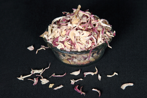 Dehydrated Red Onion Kibble in   Mahuva