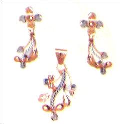 Designer Gold Pendant Set