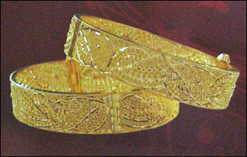 Antique Gold Bangles in  Camac Street