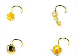 Womens Gold Plain Nose Pins