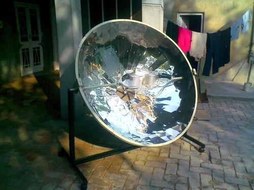 SOLAR PARABOLIC COOKER