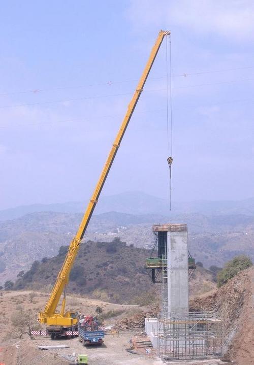 Telescopic Crane Hire : Hydraulic telescopic crane rental service in majiwada