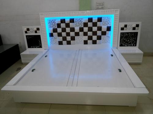 Deluxe Bedroom Double Bed In Timber Market Kirti Nagar