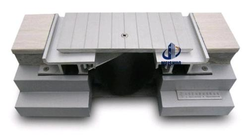 Heavy Duty Traffic Floor Expansion Joint With Grooved Surface