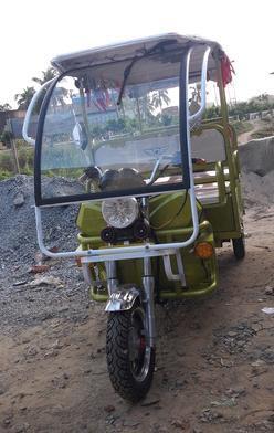 Battery Operated E Rickshaws