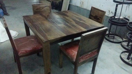 Wooden Dining Table in  Sangariya Indl. Area
