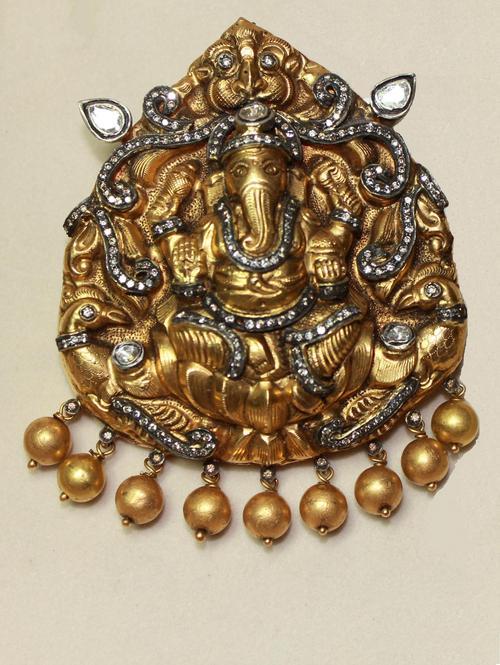 Gold Ganesh Pendant in  Panchsheel Park