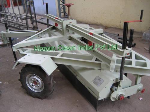 Mechanical Broomer Machine in  Maninagar