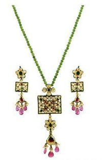 22K Classic Antique Pendant Set