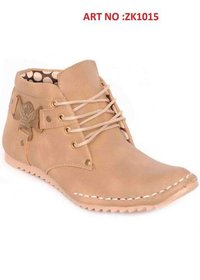 Rough Leather Creme Colour Flat Sole Boots
