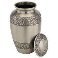 Long Lasting Shine Brass Urn