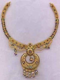 LADIES GOLD NECKLACE