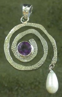 AMETHYST STUDDED SILVER PENDANT