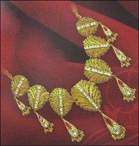 Antique Design Ladies Gold Necklace
