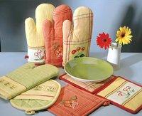Kitchen Gloves And Mittens