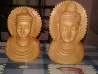 Wooden Buddhas Brust