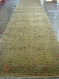 Hand Knitted Oriental Carpet in Bhadohi