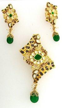 Elegant Gold Pendant With Earrings