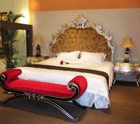 Deluxe Hotel Bed