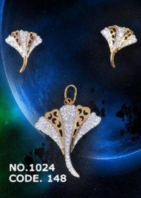 Antiqe Cubic Zirconia Pendant Set