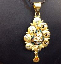 Traditional Pendant Set In Gold